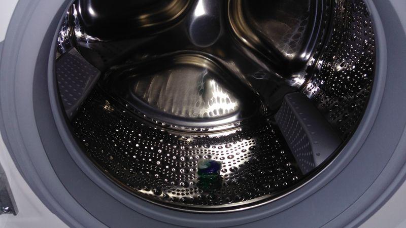 Resultado de imagen de foto del tambor de la lavadora y ariel 3en1 pods